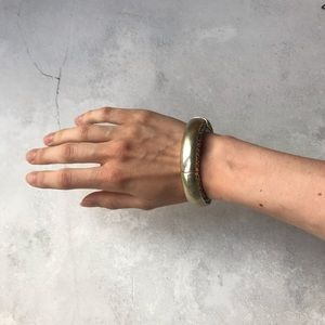 Jewelry - Metal bangle